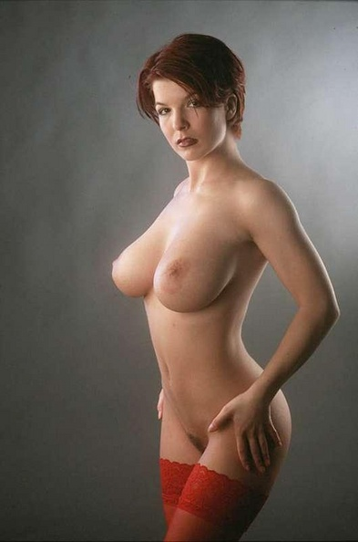 Red-hair-woman-with-perfectly-shaped-tits-02.jpg